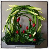 Arreglo floral con Alcatraces y Tulipanes
